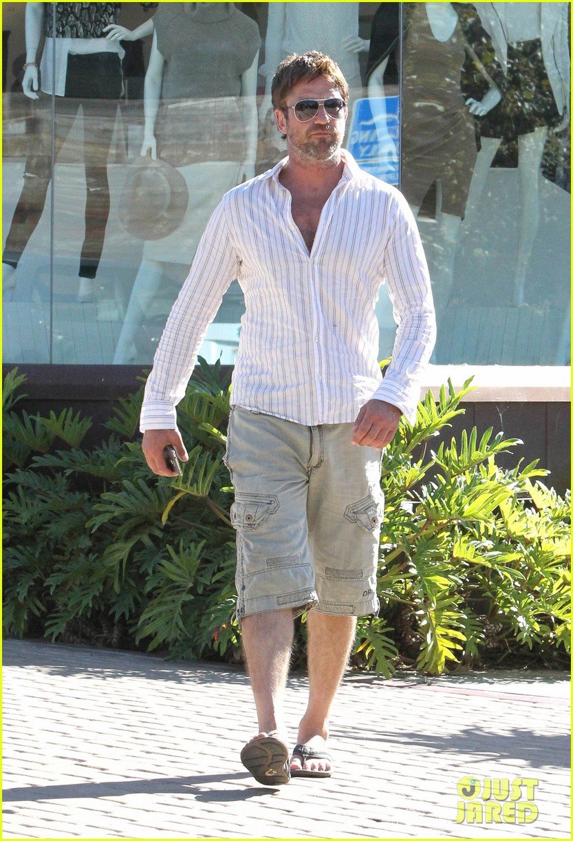 gerard butler chest hair shopping malibu 23