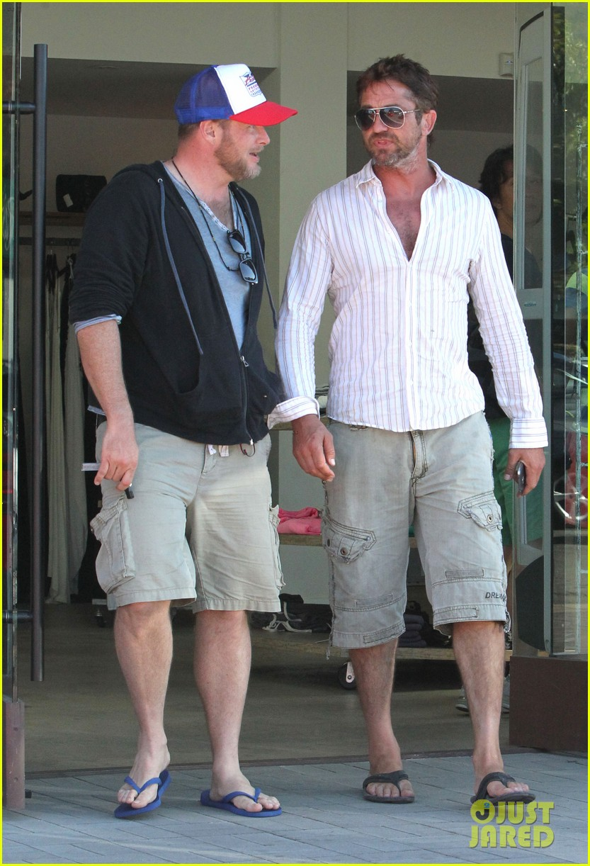 gerard butler chest hair shopping malibu 24