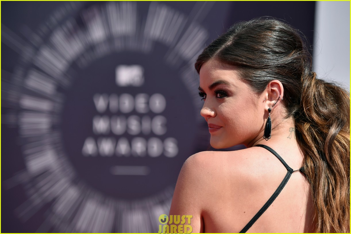 lucy hale hosting vma preshow red carpet 03