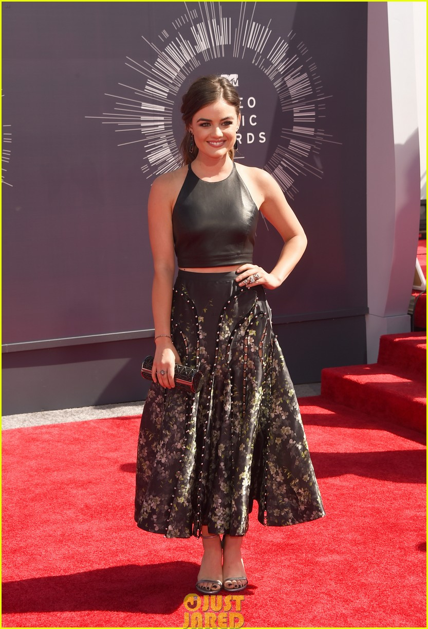 lucy hale hosting vma preshow red carpet 083182268