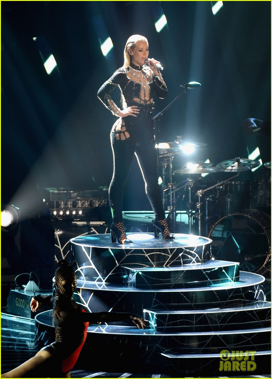 iggy azalea rita ora black widow mtv vmas 2014 watch now 063182591