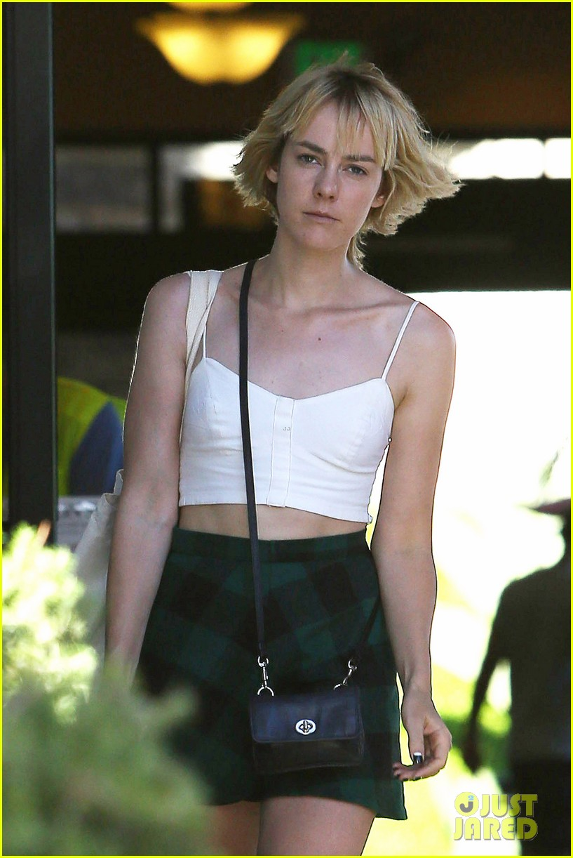 jena malone batman superman set visit rumors 02