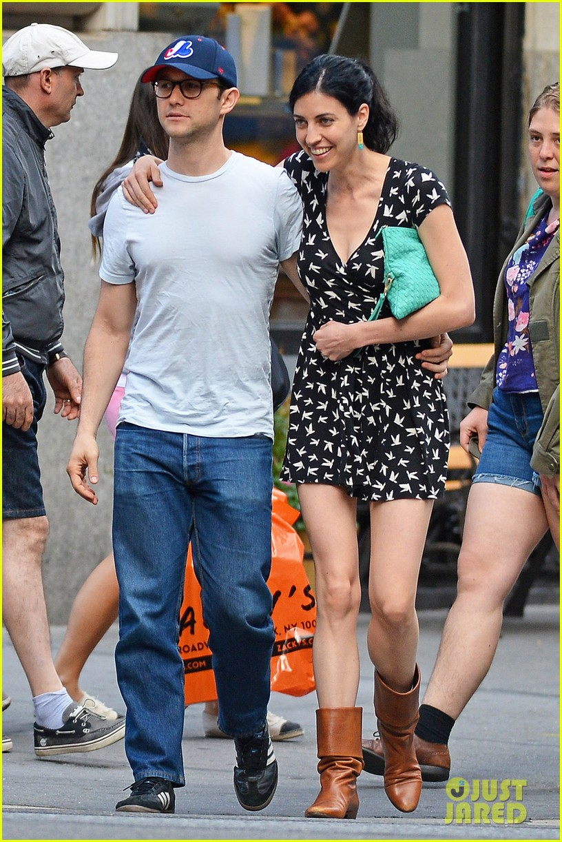 joseph gordon levitt girlfriend tasha mccauley look happy as can be 04