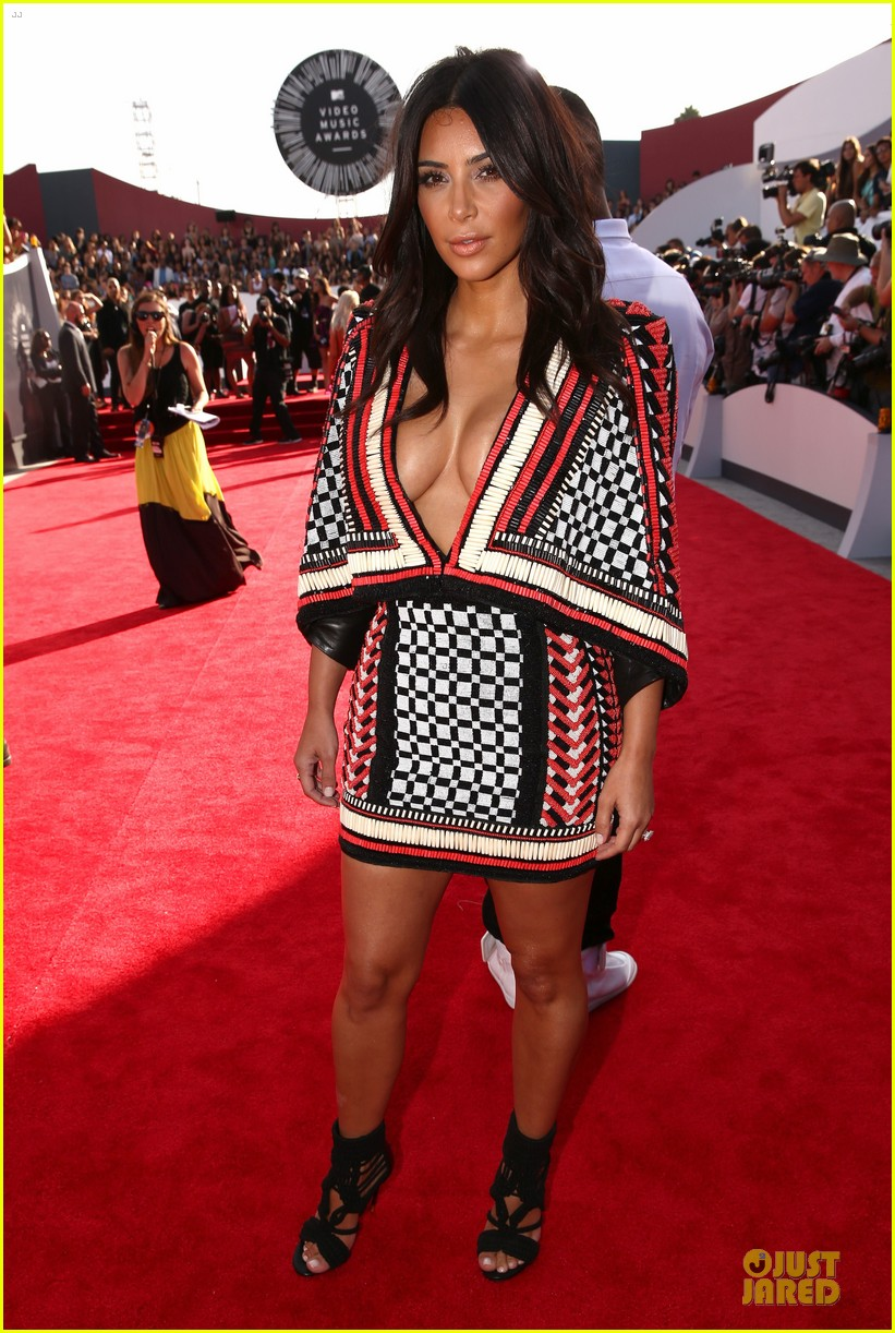 kim kardashian kendall kylie mtv vmas 09