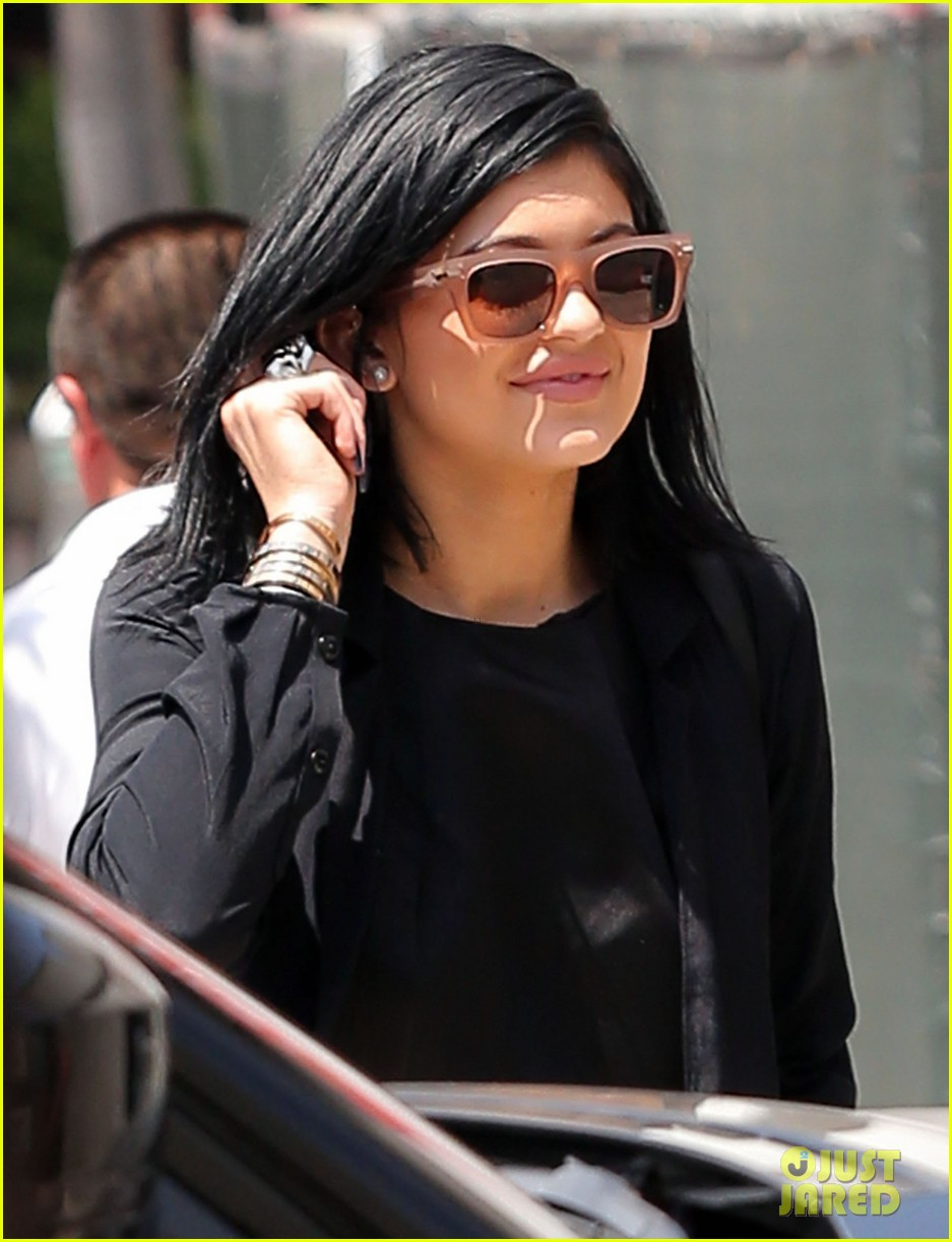 kylie jenner steps out after minor car accident 01