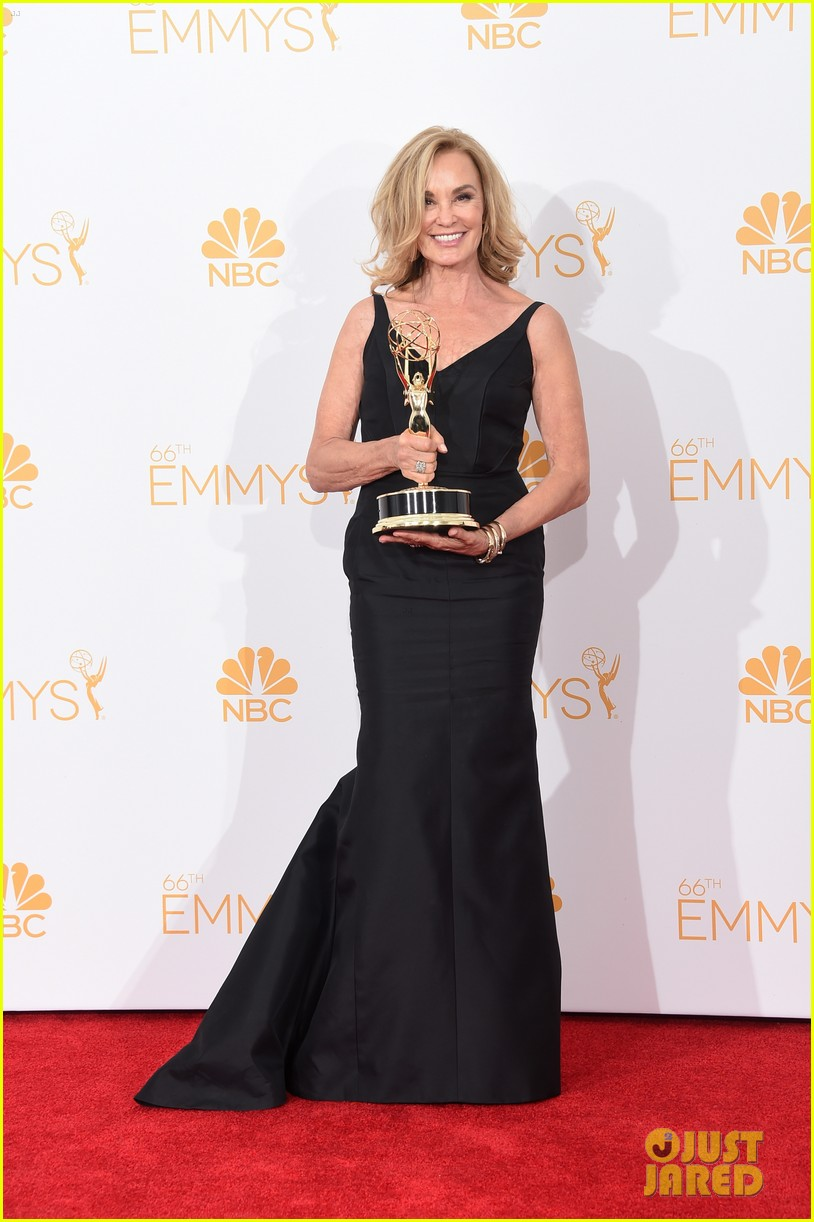 jessica lange brings her emmy to fox after party 013184011