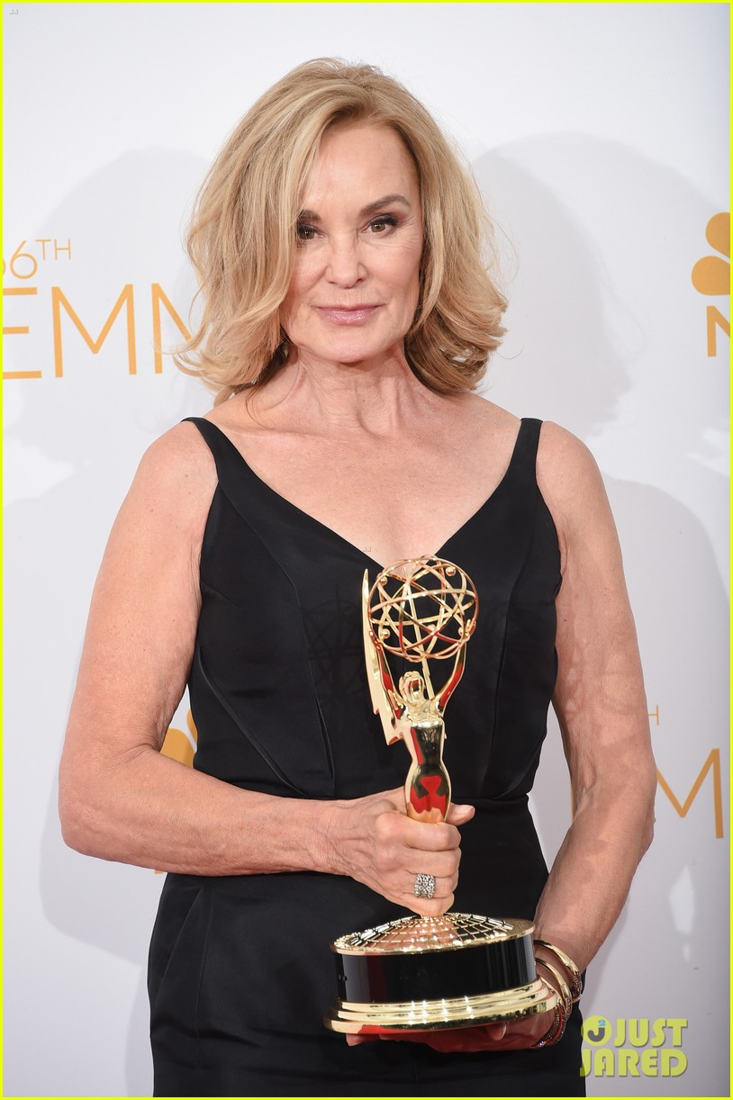 jessica lange brings her emmy to fox after party 08