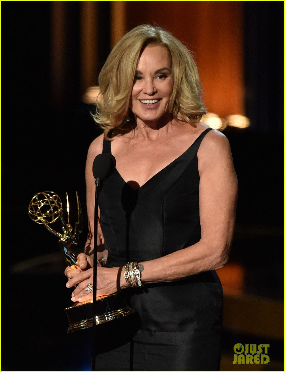 jessica lange brings her emmy to fox after party 113184021