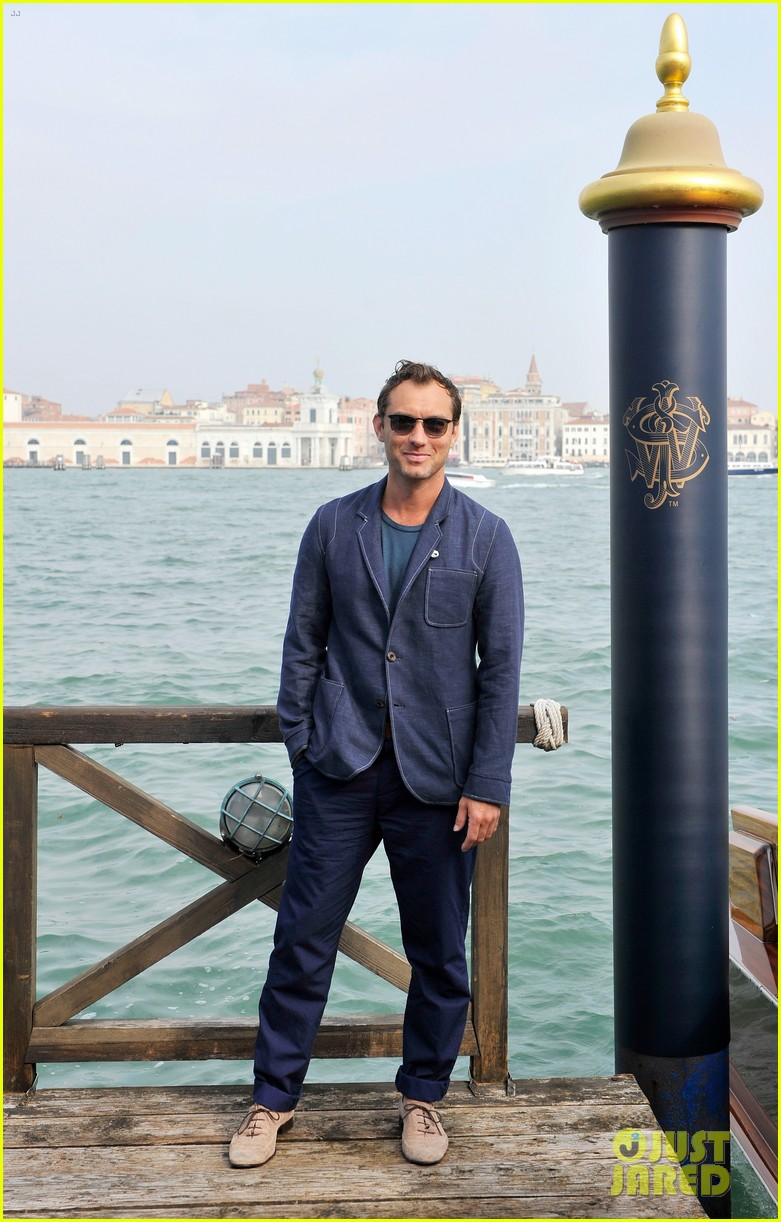 jude law debuts the gentlemans wager at the venice film festival 033184677