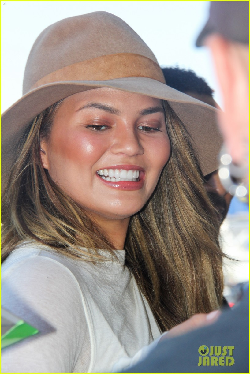 chrissy teigen john legend la to miami 013186489