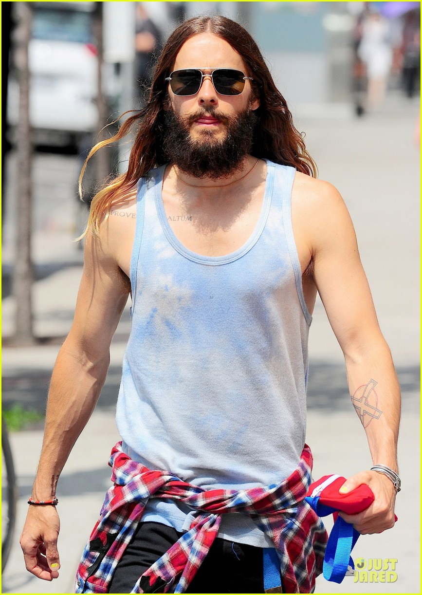 jared leto brings back 90s fashion trends 07