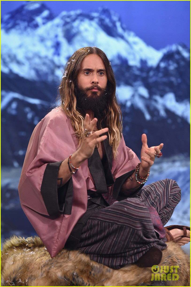 jared leto gets his beard shaved 03