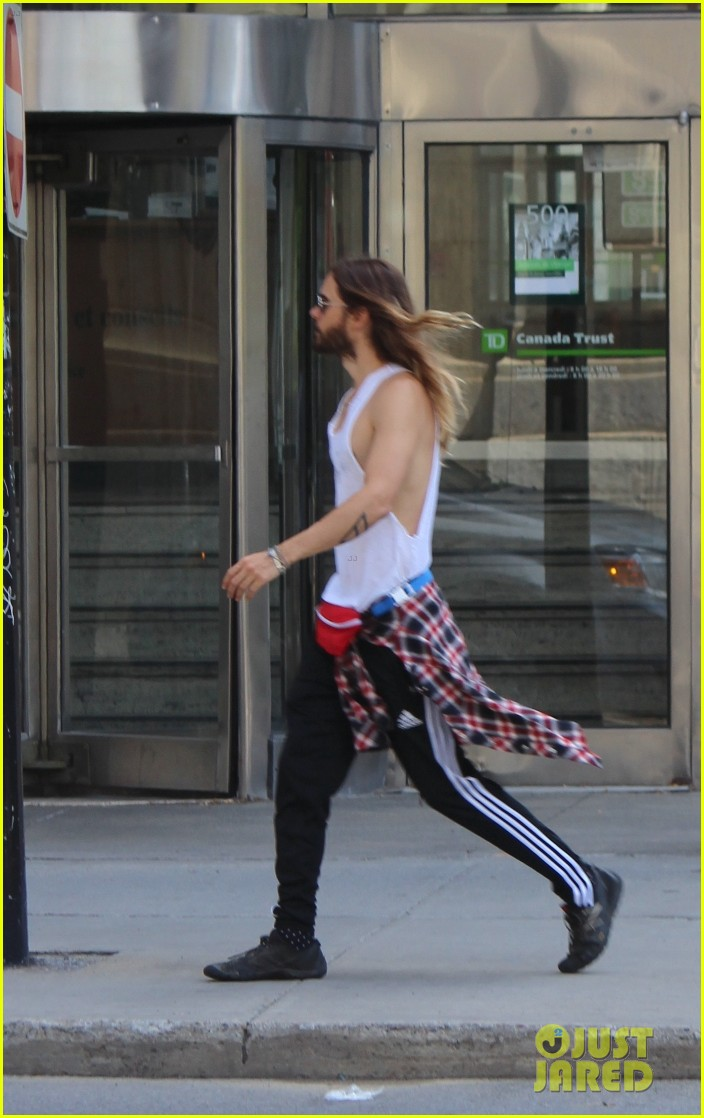 jared leto always looks so hot in his tank tops 033183081
