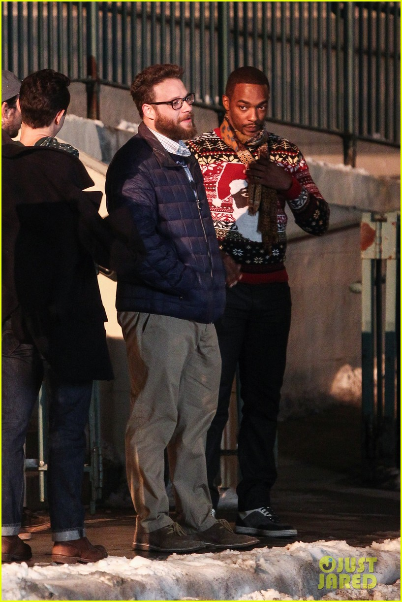 joseph gordon levitt anthony mackie seth rogen christmas movie 13