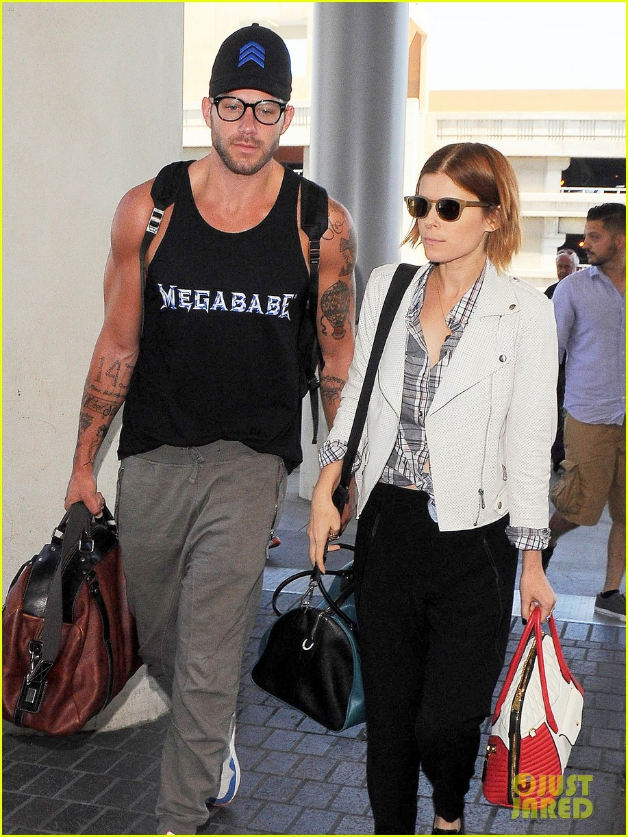 kate mara robin wright fly out of los angeles 10