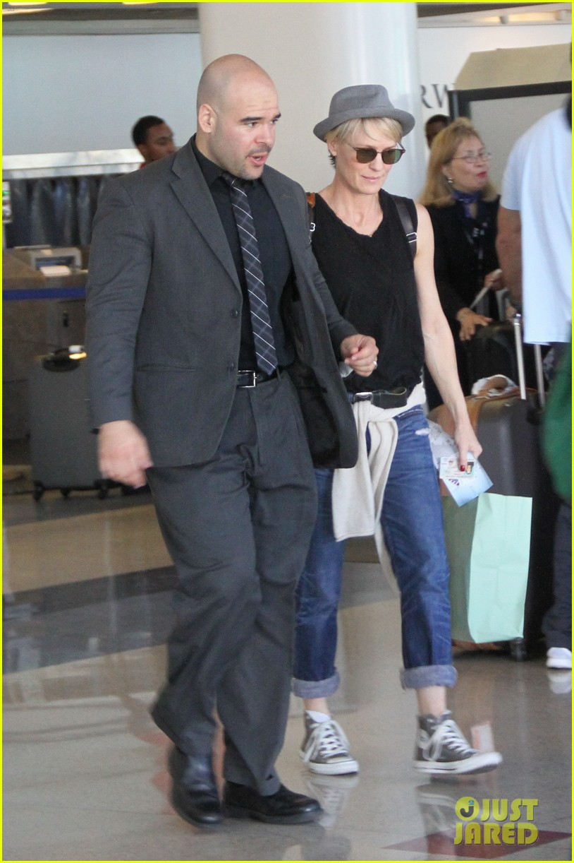 kate mara robin wright fly out of los angeles 19
