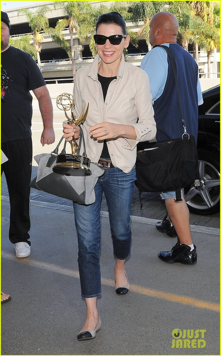 julianna margulies shows off emmy statuette at lax 03