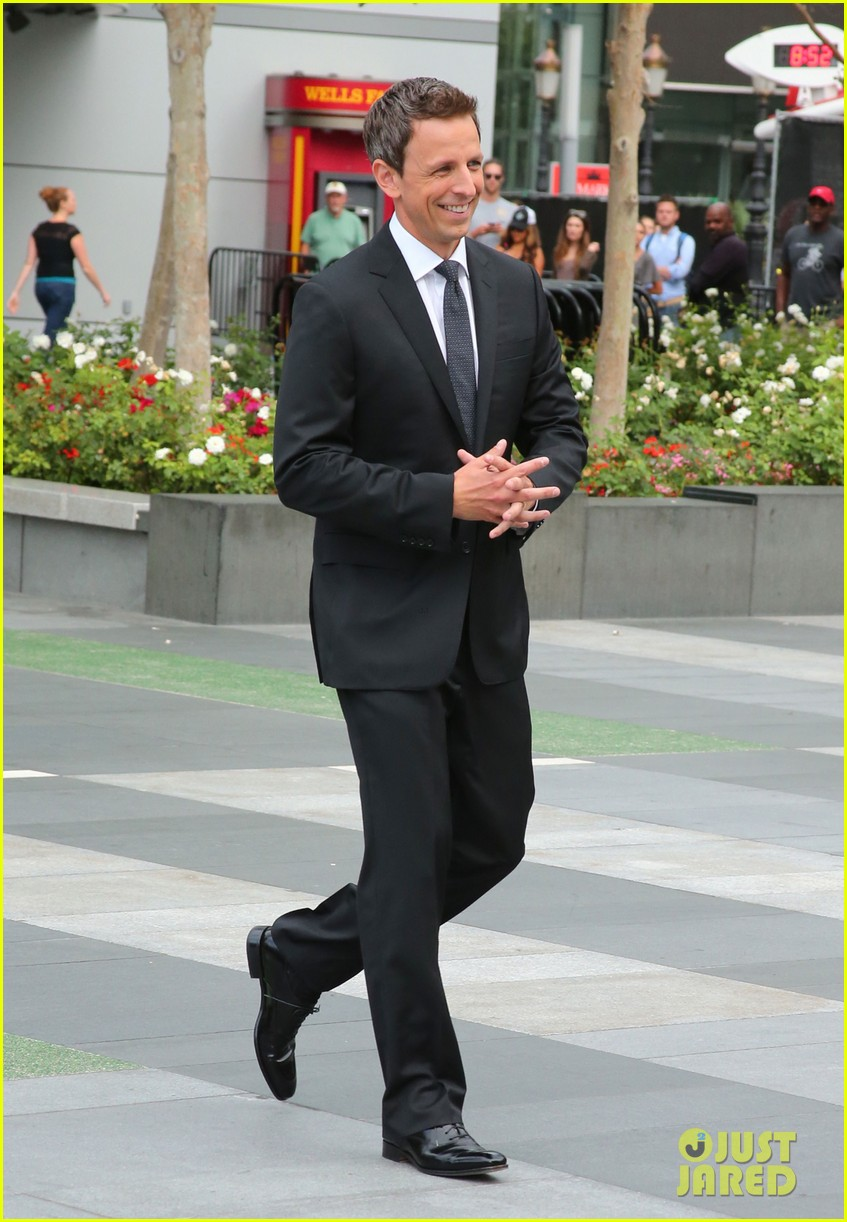 seth meyers rolls out the emmy awards red carpet 03