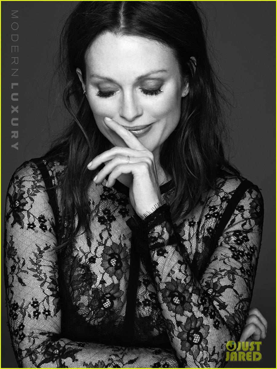 julianne moore gets sexy for beach magazine 05