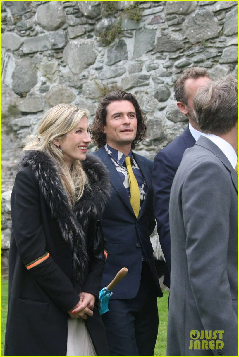 orlando bloom takes selfies wedding ireland 053186811