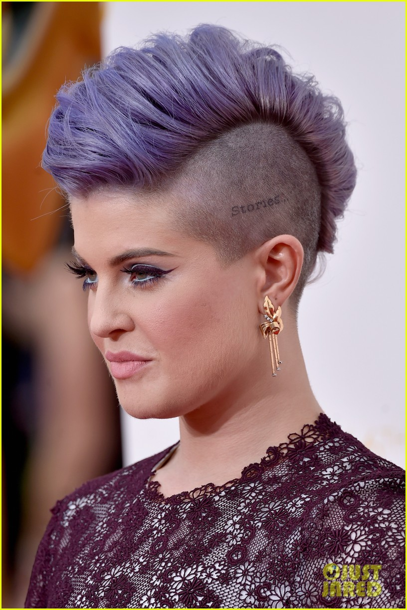 kelly osbourne giuliana rancic emmy red carpet 05