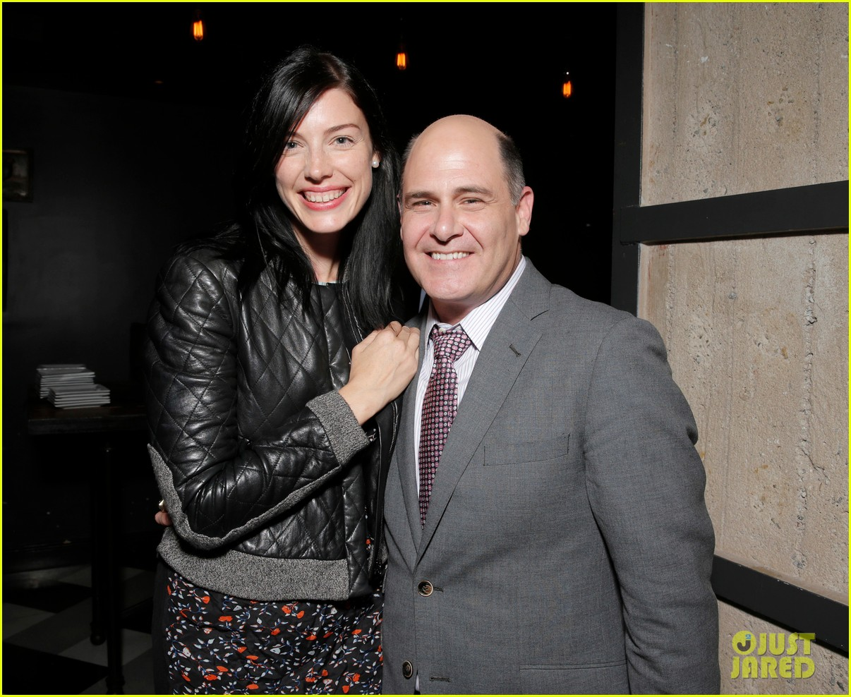 jessica pare supports mad mens matthew weiner at are you here premiere 033179524
