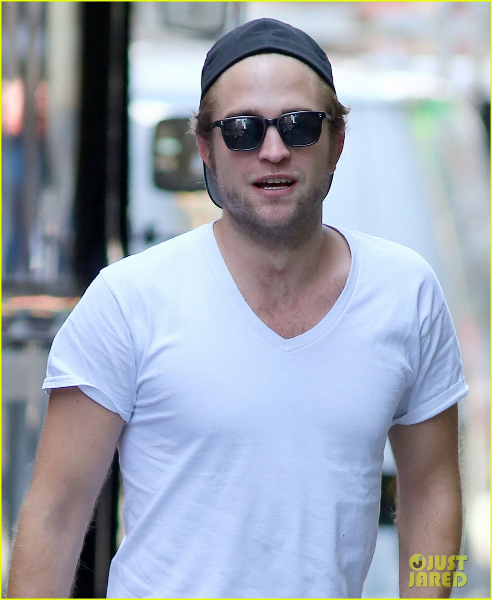 robert pattinson hangs out with tom sturridge 02
