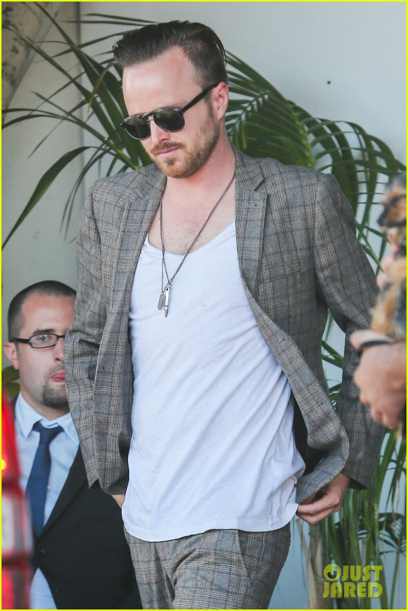 aaron paul has lots to celebrate birthday emmy win 02