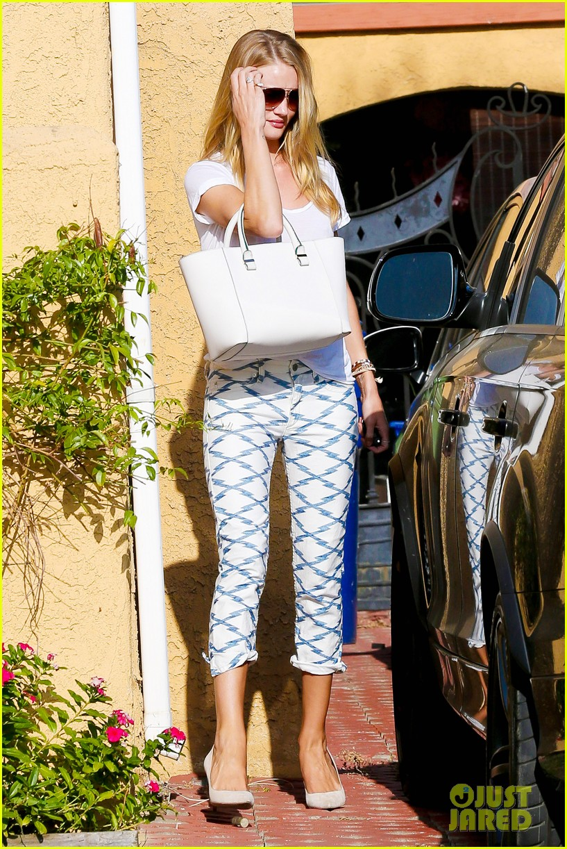 rosie huntington whiteley takes care of business in la 01