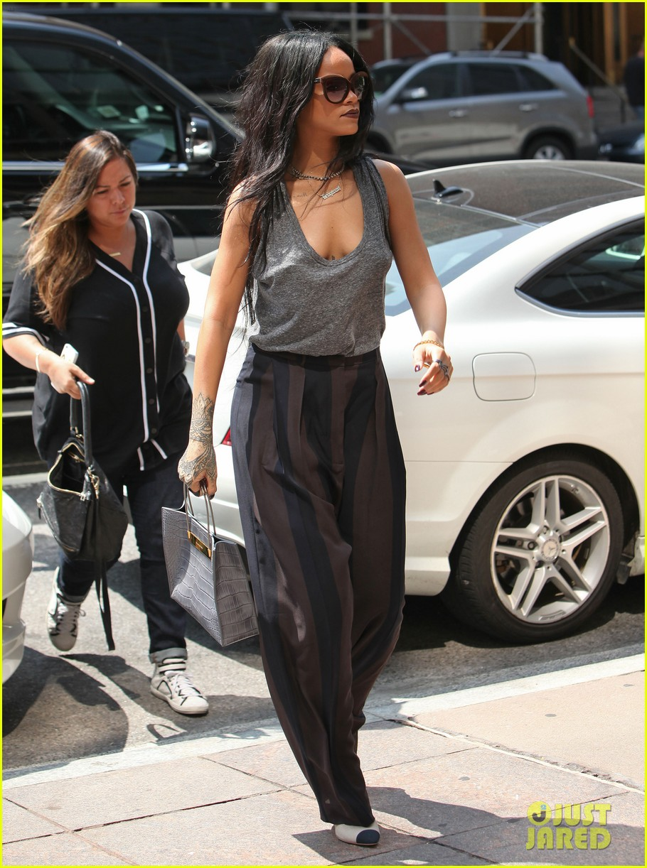 rihanna goes braless in new york city 08