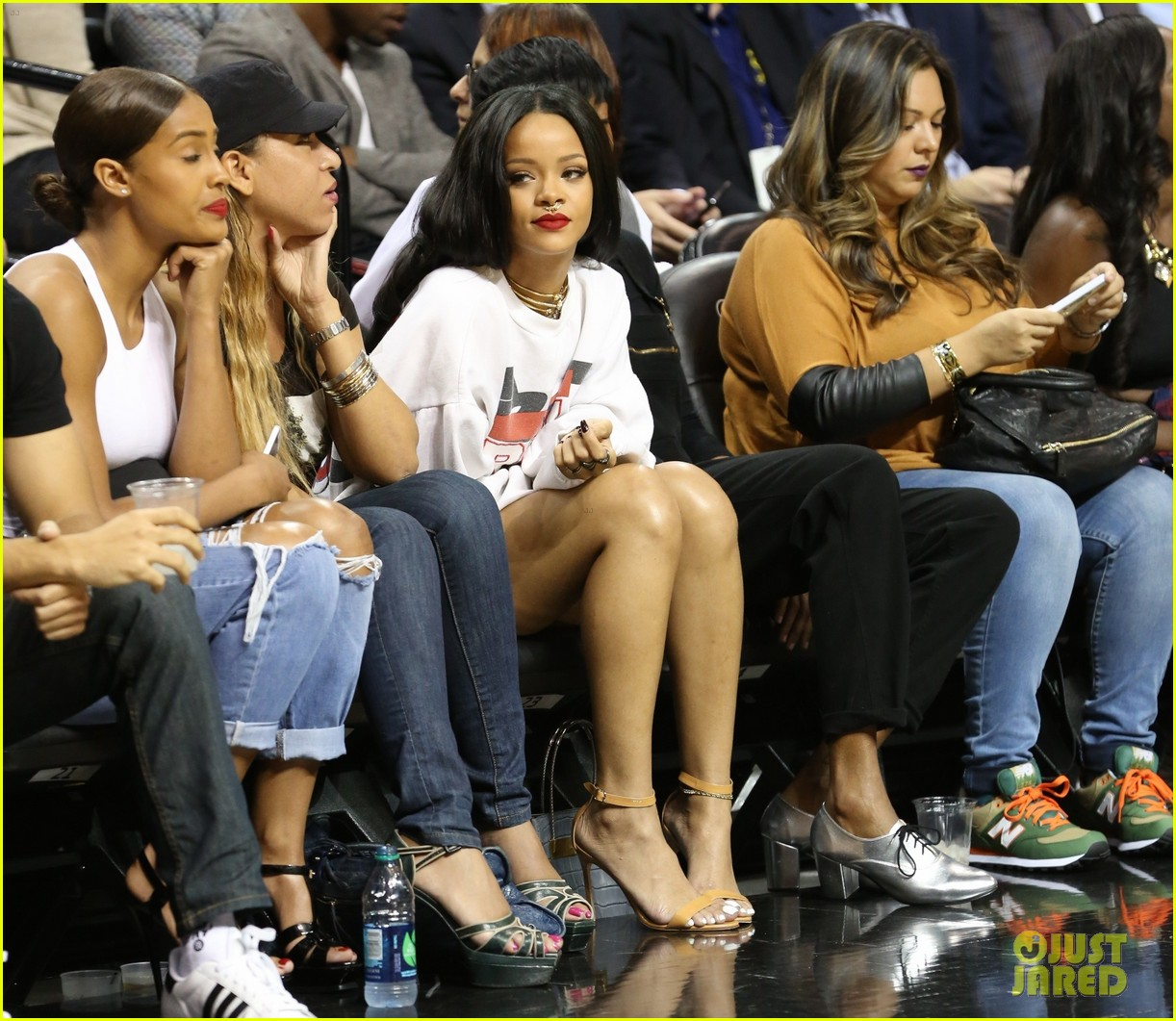 rihanna watches chris brown play basketball in courtside seats 183180650