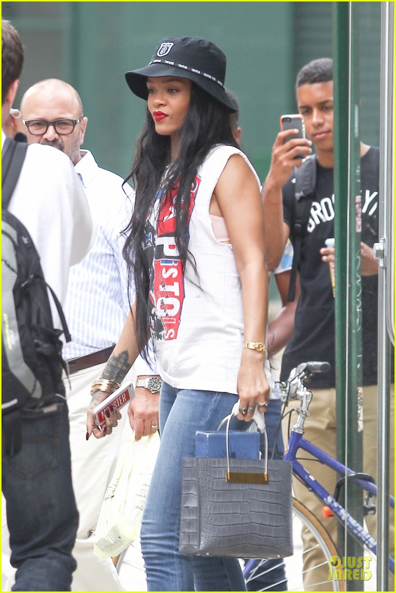 rihanna restraining order against intruder 043181044