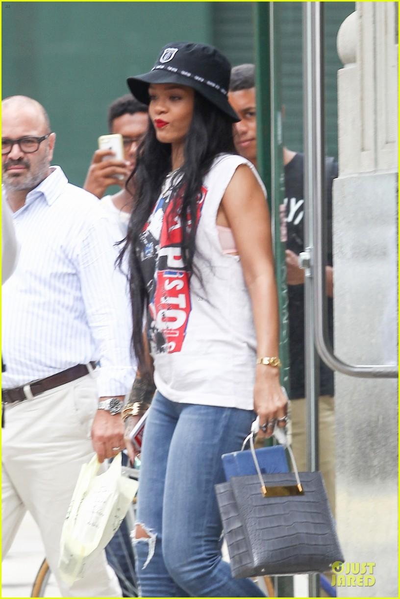 rihanna restraining order against intruder 06