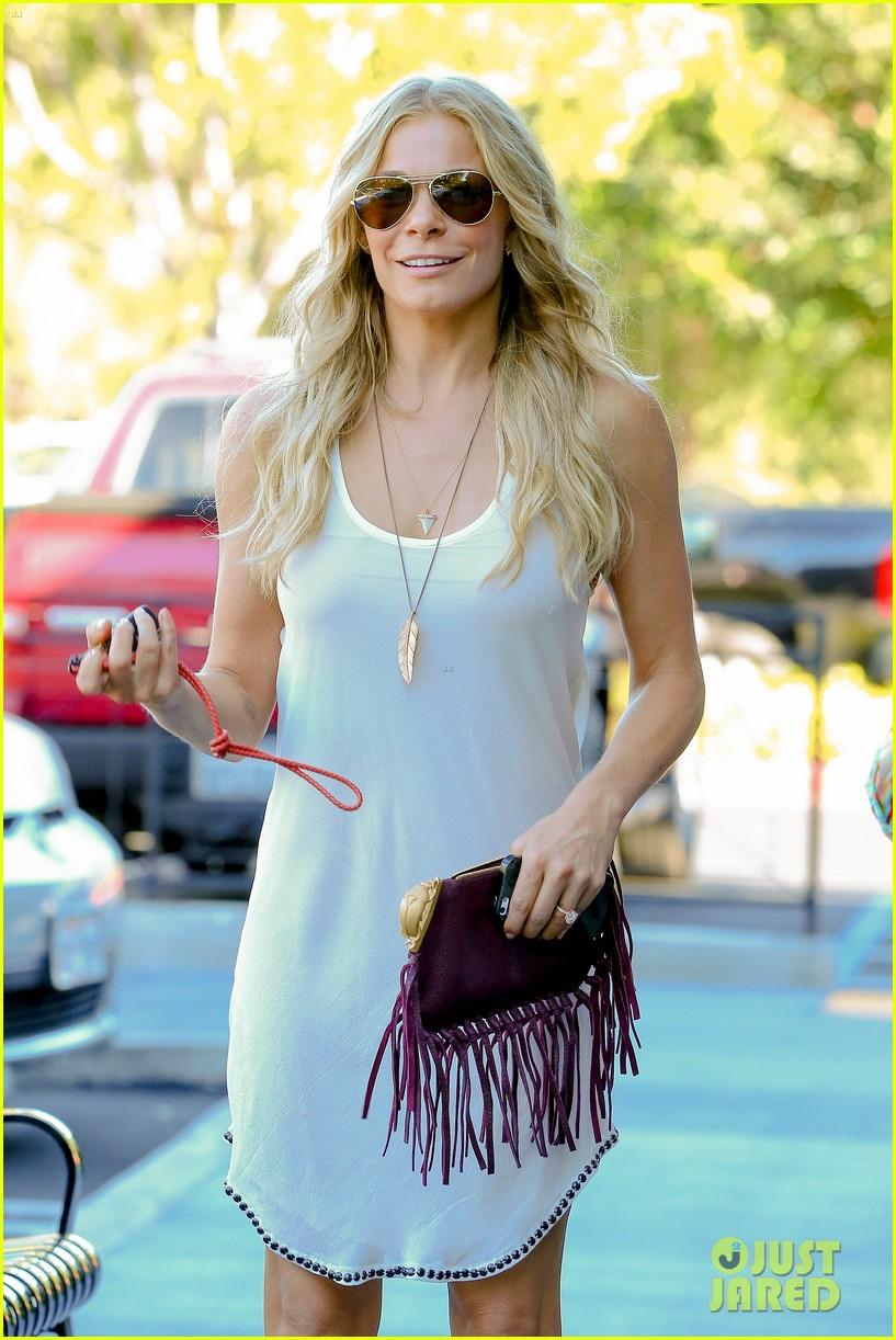 leann rimes steps out after getting backlash for rape joke 023185226