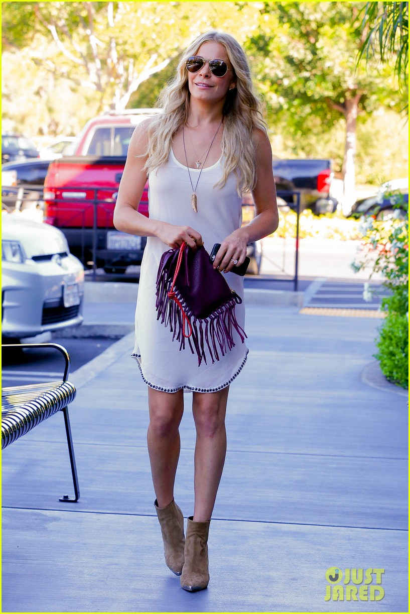 leann rimes steps out after getting backlash for rape joke 133185237