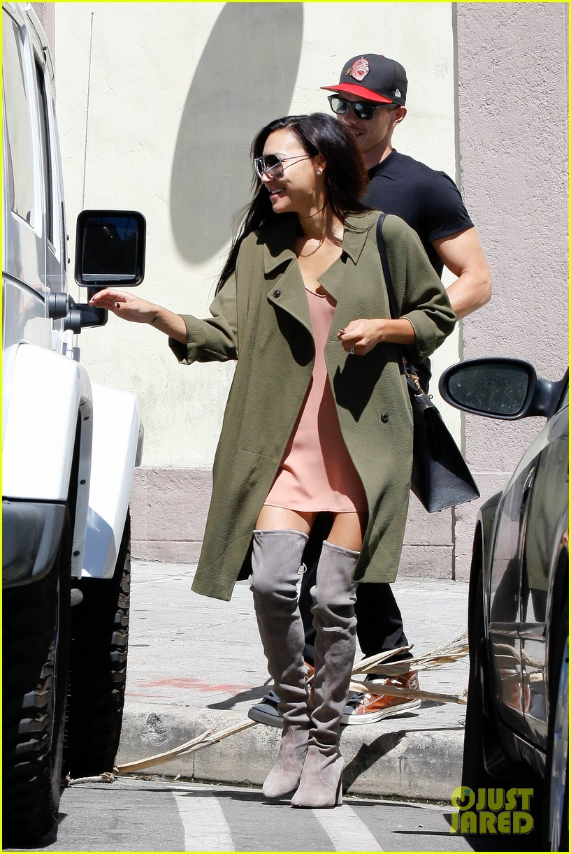 naya rivera ryan dorsey hold hands birds cafe 09