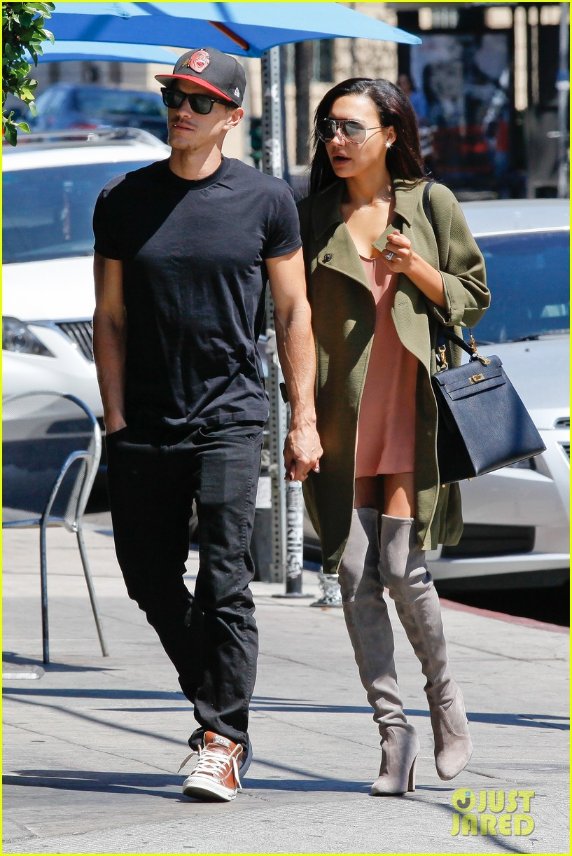 naya rivera ryan dorsey hold hands birds cafe 123180277