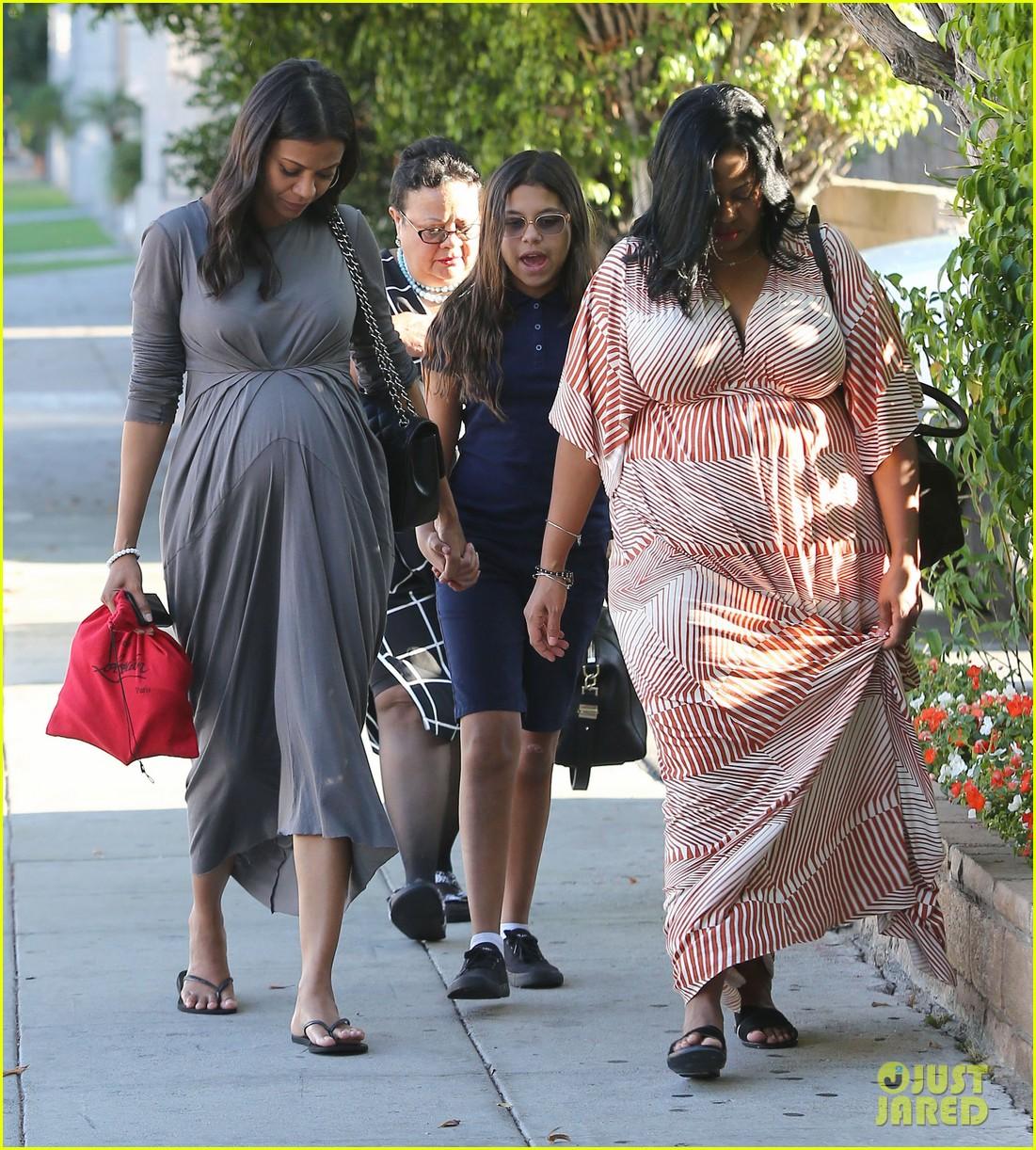 zoe saldanas cute dress accentuates her baby bump 063184749