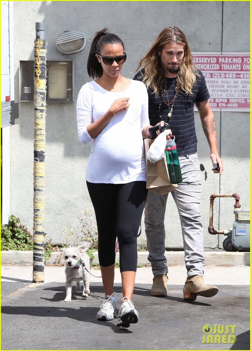 zoe saldana preps for baby at moms the word 09