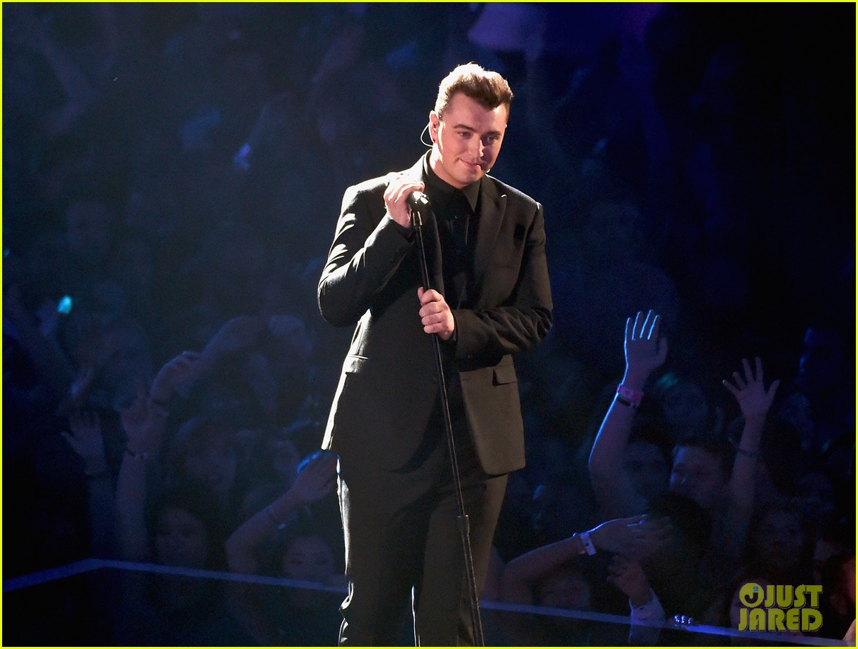 sam smith belts out stay with me at mtv vmas 2014 053182519