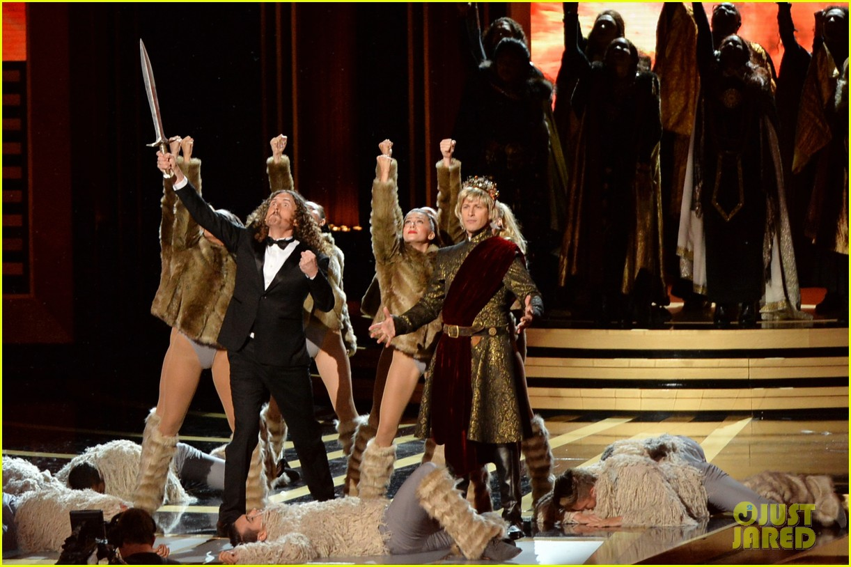 andy samberg plays game of thrones joffrey on stage at the emmys 2014 043183810