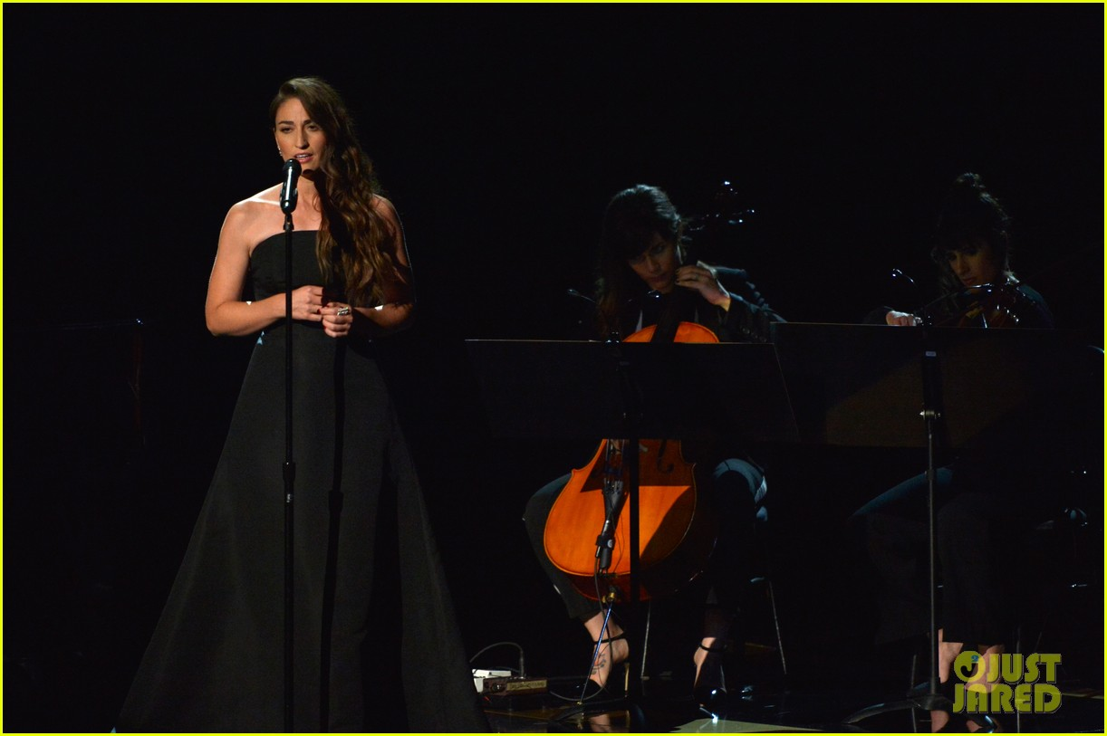 sara bareilles beautifully sings in memoriam at emmys 2014 video 013183823