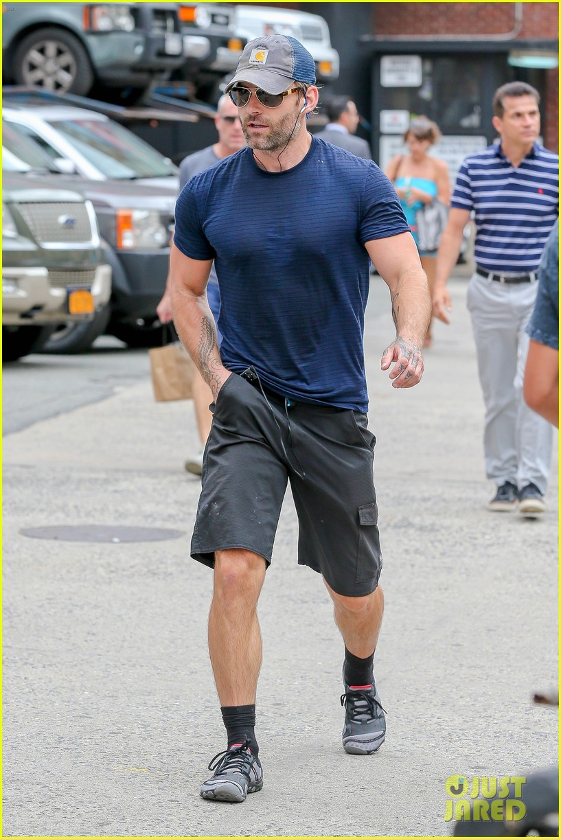 Seann William Scott Wears a Tight T-Shirt For His Workout: Photo ...