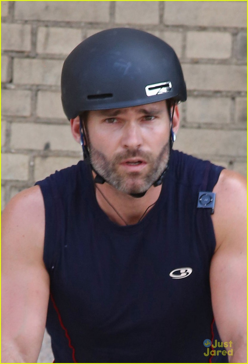 seann william scott arm muscles bike ride nyc 033180611