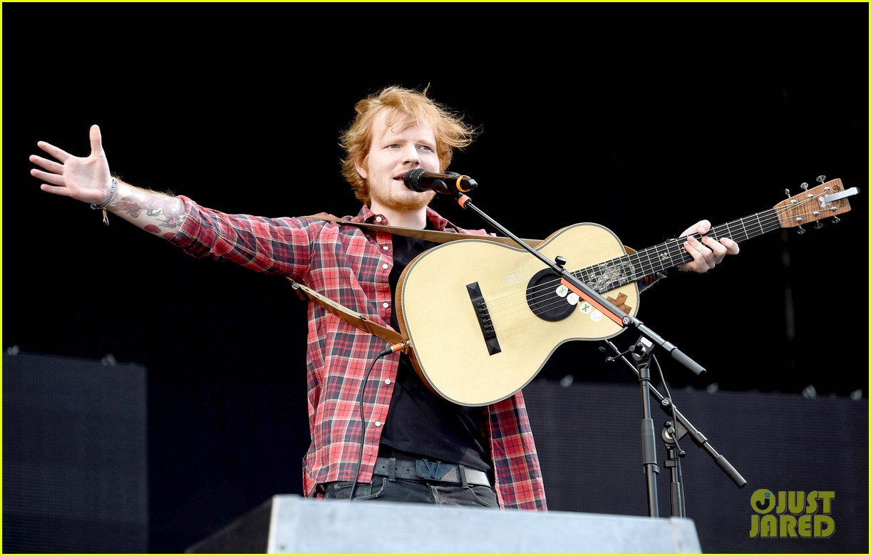 ed sheeran v festival performance sing 03