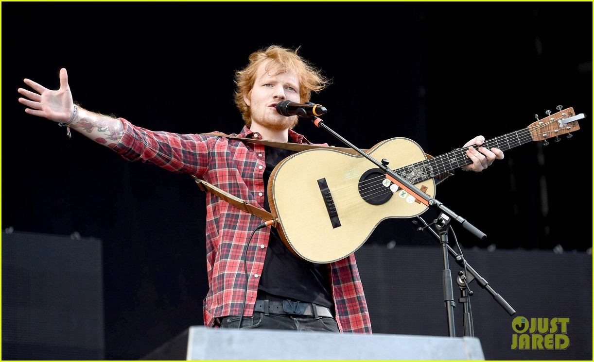 ed sheeran v festival performance sing 05
