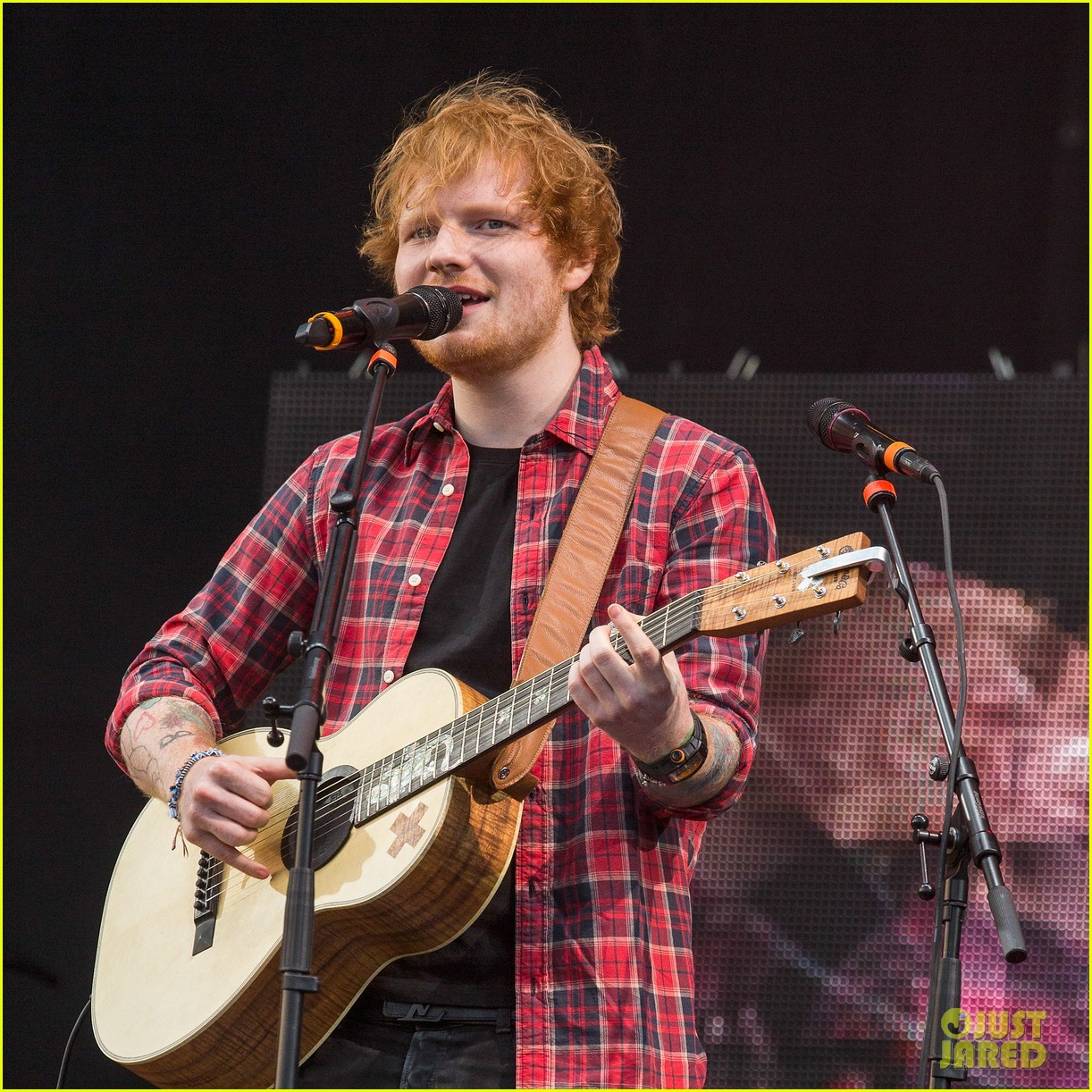 ed sheeran v festival performance sing 123177598