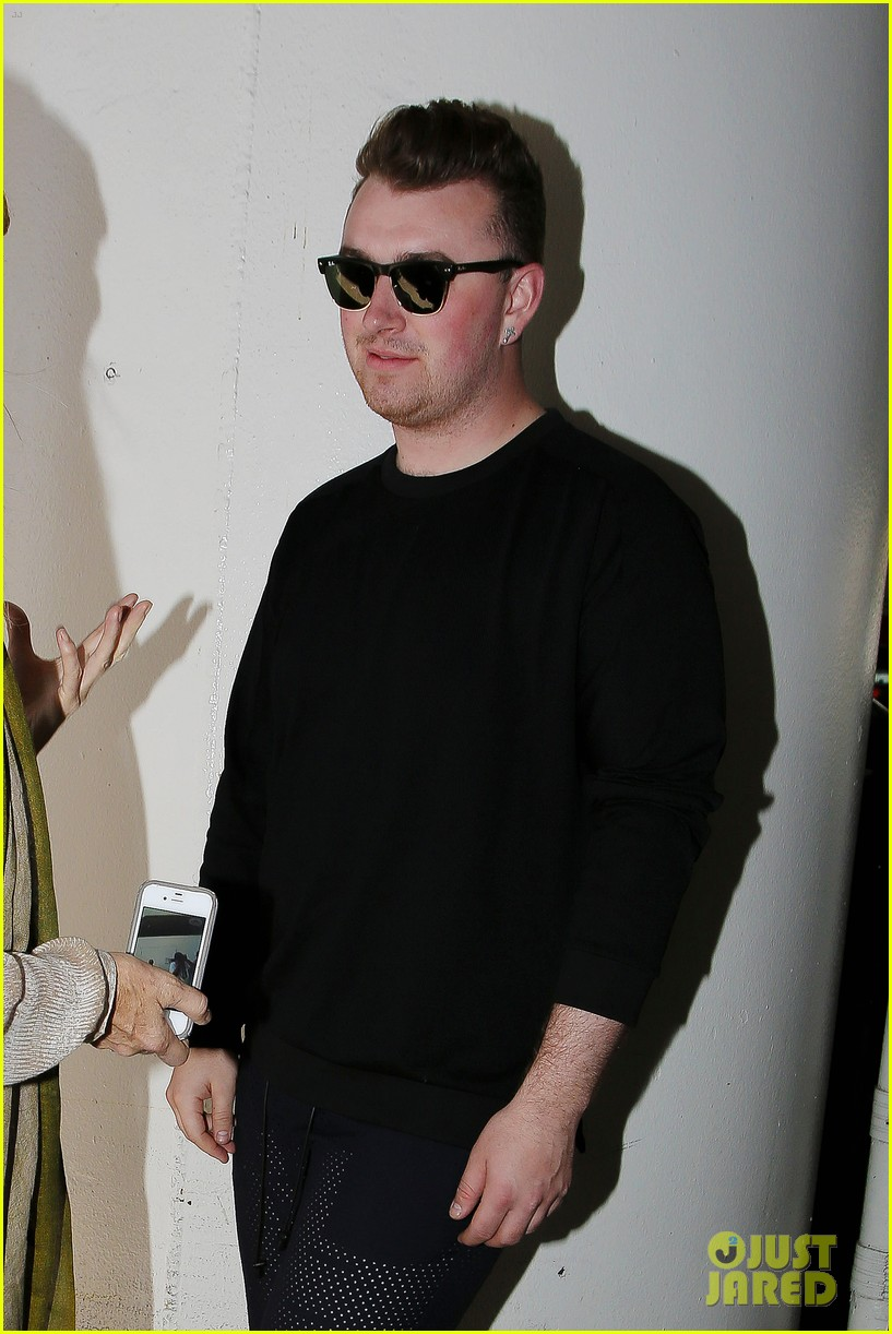 sam smith lands in los angeles for vmas performance 02