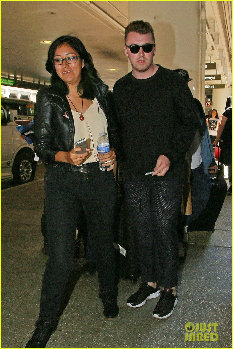sam smith lands in los angeles for vmas performance 17