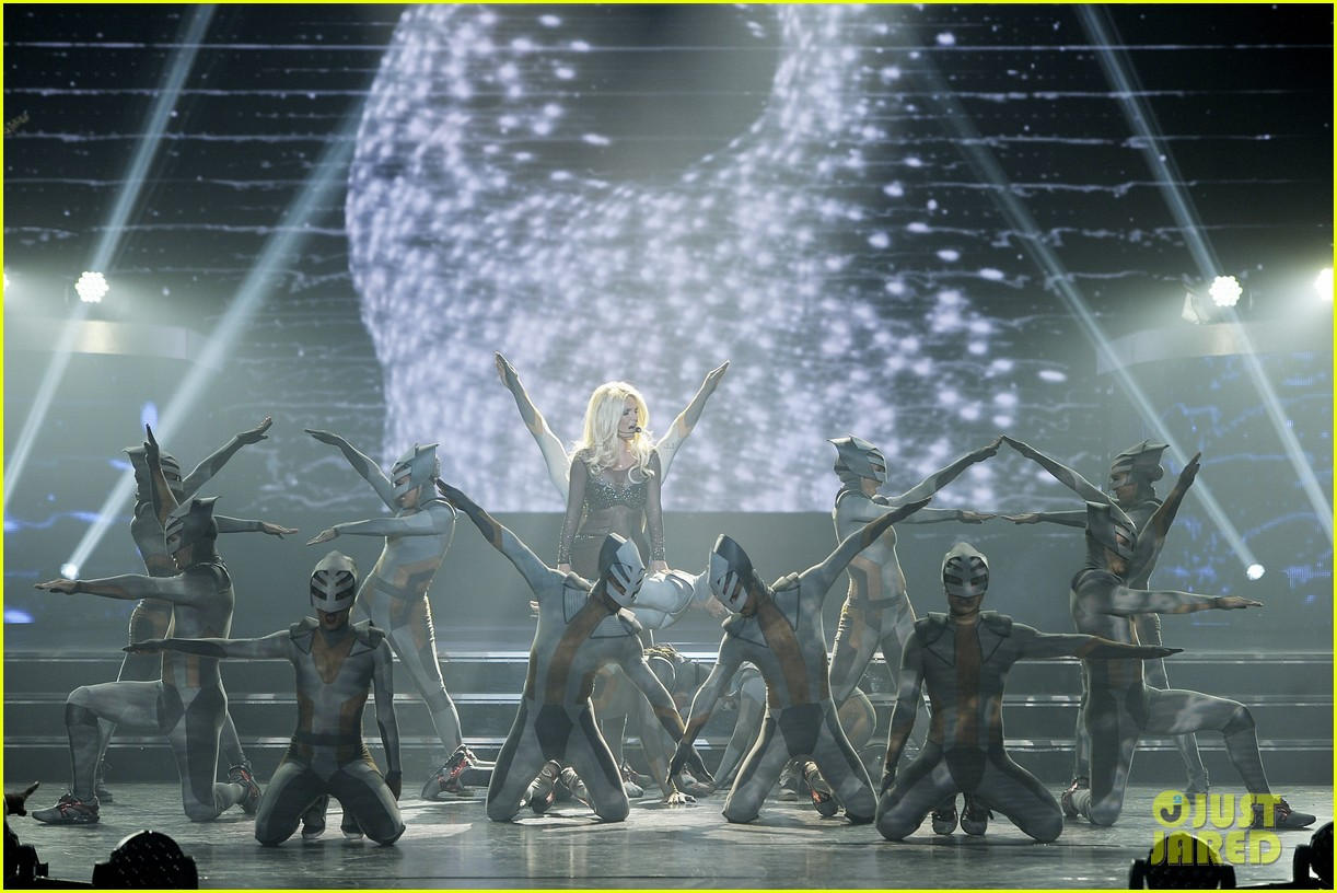 britney spears makes her vegas return 013177874